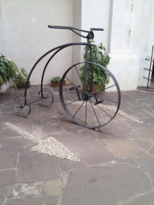 A bicycle in a courtyard